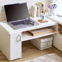 伸縮式スイングテレビ台 広々とした天板には、パソコンも置いていただけます。PCテーブルとしても活躍します。
