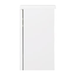 扉つきカウンター下収納 幅59cm(2枚扉) 天板と背面に1cmのすきまがあるので、幅木をよけて壁にぴったり設置できます。