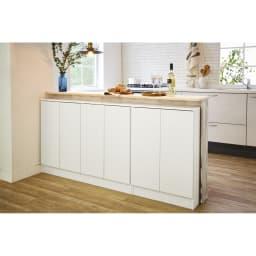 扉つきカウンター下収納 幅119cm(4枚扉) 壁と調和し、清潔感あふれる(ア)ホワイト。