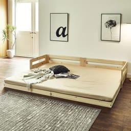 並べてもずれにくいサイドガード付きひのきすのこベッド 別売りのコンセント付き棚。取り外し可能で便利です。
