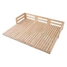 並べてもずれにくいサイドガード付きひのきすのこベッド ※写真はセミシングルを3台連結して使用しています。