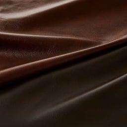 Verrey/ヴェルーイ ヴィンテージデザインソファ 2P レザーの質感。贅沢にレザーを張り込みました。ダークブラウンとキャメルブラウンの2色から。