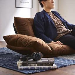 北欧リクライニングソファ 男性でもゆったり座ることができます。