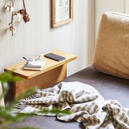 Turkut/トゥルク サイドテーブル付きソファベッド サイドテーブルはスマートフォンや本など、ちょっとした物置きに。4か所に付け替えも可能。