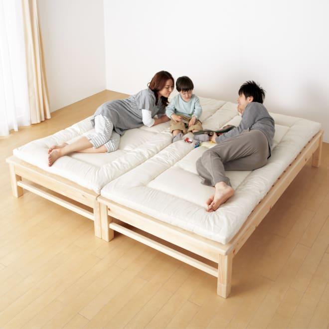 東濃檜(とうのうひのき) 高さ調節すのこベッド 竹炭付きタイプ 2台をぴったり並べられて、親子で川の字寝も。 塗料を一切使用していない上に、角に丸みを施しているのでお子様にも安心、オススメです。