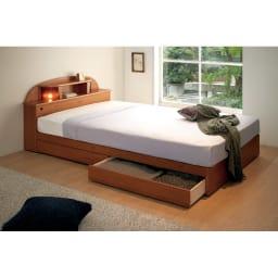 フランスベッド 棚・照明付ベッド 羊毛入りマルチラススーパースプリングマットレス付き 使用イメージ(イ)ナチュラル ※写真はセミダブルです。