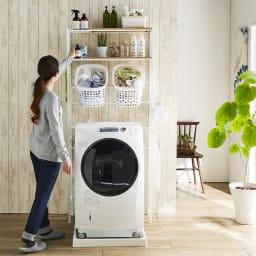 北欧テイスト ランドリーラック 棚2バスケット2個 (イ)ナチュラル 洗濯機置き場を明るい雰囲気に変えるおしゃれな北欧ライクの洗濯機ラックです。