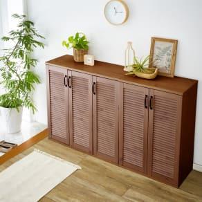 省スペースで快適なルーバー扉シューズボックス(幅90、高さ90cm) 写真