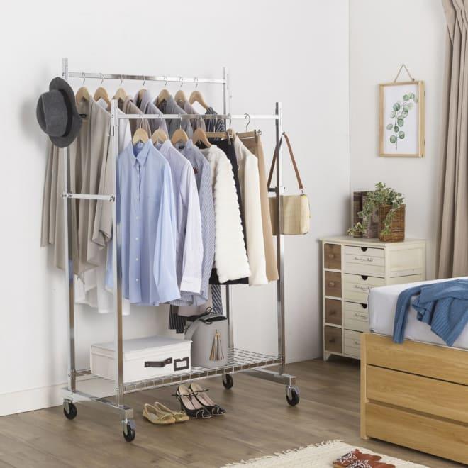 プロ仕様 頑丈ハンガーラック「リモニ」 ダブルタイプ・幅100cm クローゼットに入りきらない洋服もすっきり収納できます。(写真はダブルタイプ・幅100cm)