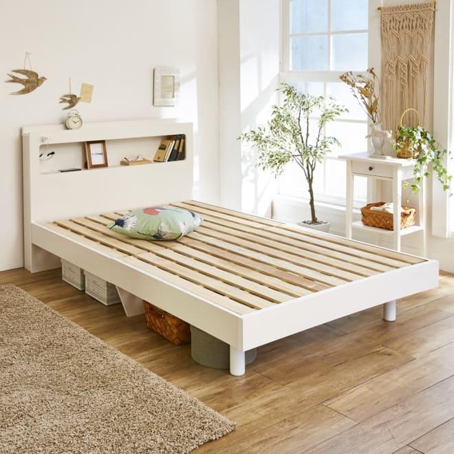 LED照明・棚付きすのこベッド フレームのみ (ア)ホワイト ※写真はセミダブルです。 シンプルで使いやすく、あなたのコーディネイトで寝室をお好みのインテリアに。