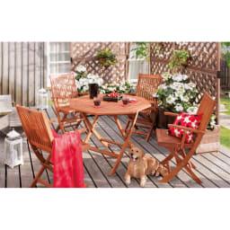 折りたたみ八角形テーブル&チェア アームチェア2脚組 憩いのお庭時間が叶います。お届けはチェア2脚組です。