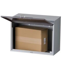 スタンドポール付き宅配ポスト(南京錠付) 宅配業者が荷物を入れ、受領印をおして付属の鍵をかけます。解錠して荷物の受け取りが完了です。