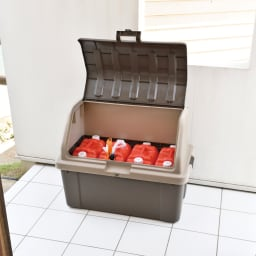 家庭用プラスチック収納庫<ブラウン> 灯油タンクも収納可能