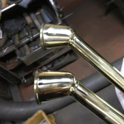 職人手作り柔らかな水の真鍮ノズル 長さ64cm 何度も磨きをかけて、光沢を出していきます。
