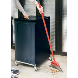欧風キャスター付きダストボックス 45L (イ)ダークグレー 移動できるので掃除もラク。※写真は90Lタイプです。