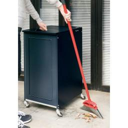 欧風キャスター付きダストボックス 135L (イ)ダークグレー 移動できるので掃除もラク。