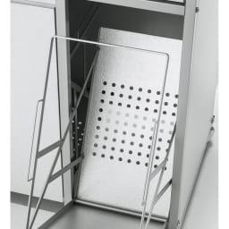1台3役!ダスト&ソイル収納庫 ワイド 底板は水はけが良く湿気にくいパンチング。