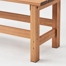 天然木調アルミデッキ縁台 デッキ幅90奥行90cm 脚部もまるで天然木のようですが、サビに強いアルミ製です。