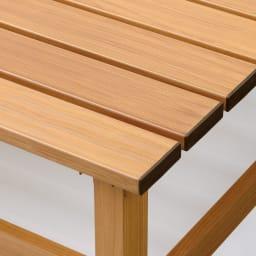 天然木調アルミデッキ縁台 デッキ幅90奥行90cm 座面と脚部には、リアルな木目柄シートを貼付。優れた耐候性とナチュラルな風合いを兼ね備えています。