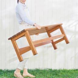 天然木調アルミデッキ縁台 デッキ幅90奥行90cm 軽量なので、女性でも簡単にレイアウト変更ができます。※画像はサイズ違いの商品です。お届けの商品とは異なります。