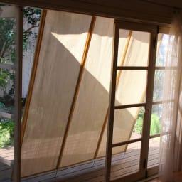 サマーオーニング洋風たてす 高さ270cm 窓際をふさがず風を通すのも「たてす」ならでは特長。