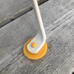 フランス製ビストロ ミッキーチェア1脚 ミッキーの靴のようなキャップは、下から挿せば滑り止めに。