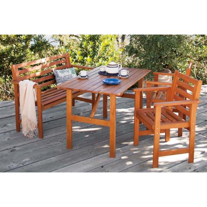 スタンダードガーデンファニチャー 4点セット(テーブル+チェア1脚×2+ベンチ) 使用イメージ