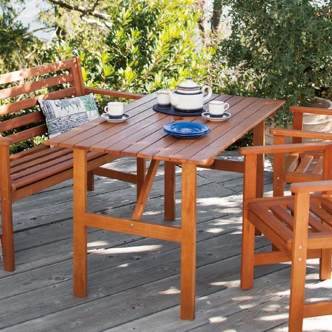 スタンダードガーデンファニチャー テーブル 使用イメージ ※お届けはテーブルです。