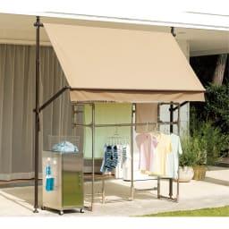はっ水タイプ サマーオーニング 幅208cm (使用イメージ) はっ水性の生地は、小雨程度なら洗濯物もしっかりガード。
