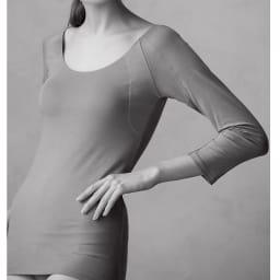 脇にフィットする 汗取りインナー(防水布入り) 八分袖 (イ)モカベージュ コーディネート例