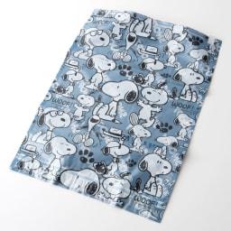SNOOPY(スヌーピー)/衣類圧縮袋 Lサイズ4枚セット(手で簡単に圧縮可能) PEANUTS 表:さまざまなポーズのスヌーピーが入ったデザインはかわいくてとってもにぎやか♪