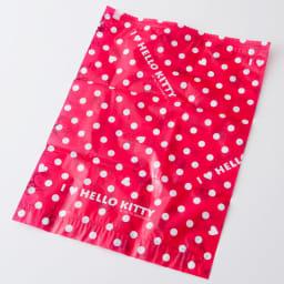 Hello Kitty(ハローキティ)/衣類圧縮袋 Mサイズ4枚セット(手で簡単に圧縮可能) 裏:水玉の中にハートが入ったデザインです。全体がプリントになっているので目隠しにもなります。