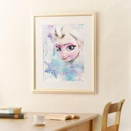 アナと雪の女王 プレミアムアートフレーム(マット付き)縦72×横59.5cm 作品名「Release Your Fears」 大きさイメージ お気に入りの映画がアートに!いつでもアナ雪を感じられる本格アートフレームです。お部屋のインテリアにもマッチします。