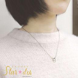 SNOOPY(スヌーピー)/Star★d'or  Wishing Star  ドッグハウスペンダント|PEANUTS (イ)シルバー/着用イメージ