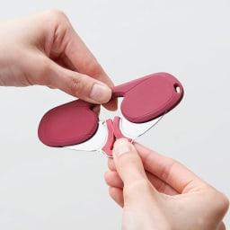 コンパクトルーペグラス 拡大鏡 ケースから取り出す際は、シリコン部分がはずれないようにご注意ください。