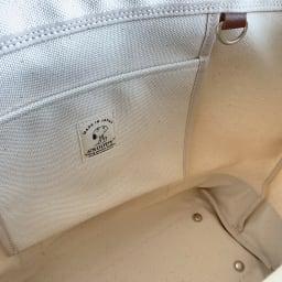 SNOOPY(スヌーピー)/レザーキャンバストート(L) 中にはポケットがあり、隣にDカンも付いています