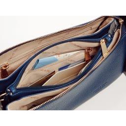 ピッコロ・マリーノ お財布ポシェット 6つのカード入れとファスナーポケットを完備したお財布パートが中央に設けられています