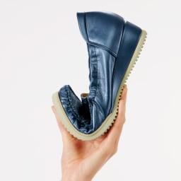マダム・ナディーヌの魔法の4Eシューズ しなやかで柔らかな靴底が足裏の動きにしっかりフィット