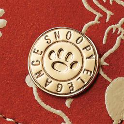 【WEB】SNOOPY(スヌーピー)/ほんわかスヌーピー 印伝の手帳型ケース PEANUTS スヌーピーの足あとえおデザインした飾りボタン
