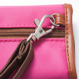 LOGOシリーズ/ウォレット(スキミング防止機能付きのミニ財布) ストラップは取り外し可能です。
