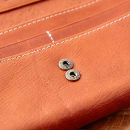 Dakota(ダコタ)/フォンス 牛革 長財布 C-24 たくさん入れても好いようにホックは2段式になっています。