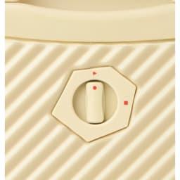 ACE HaNT(ハント) TSAロックスーツケース ストッパー付 75L 4.1kg b.簡単に後輪をロックできるキャスターストッパー機能。