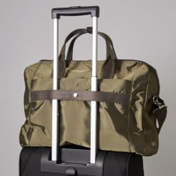 ace.(エース)/バスティーク ボストンバッグ 背面にはセットアップベルトが付いているので、旅行時にキャリーバッグのハンドルに引っ掛けられます