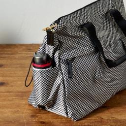 プライベートレーベル メントン ボストンバッグ サイドのオープンポケットには折り畳み傘などを収納