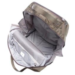 ace.(エース)/バスティーク 軽量キャリーバッグ 内装はシンプルな1気室で、荷物の出し入れがしやすい作りです。