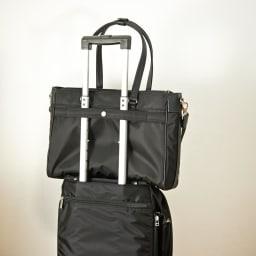 ace.GENE(エース ジーン)/ビエナ ビジネストートバッグ 背面にはキャリーケースにセットアップできるベルト付で、出張時にも活躍します。