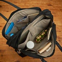 ace.GENE(エース ジーン)/ビエナ エキスパンド機能付 ビジネスバッグ PCが収納できるクッション入りのポケットやペットボトルホルダーも装備しています。