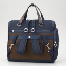 カナナプロジェクト A4横型2WAYアクティブリュック リュック使用時のベルトは、不要時は背面ポケットに収納できます。