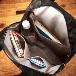 marie claire bis(マリクレール ビス)/ロマーヌ リュック 内側にもポケットが充実。ペットボトルホルダーには500mlのペットボトルが収納可能