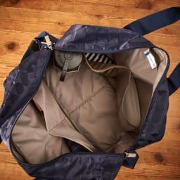 marie claire bis(マリクレール ビス)/ロマーヌ ボストンバッグ 内装はシンプルな1気室で、たっぷり荷物が入ります